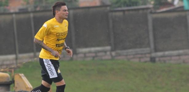 Fábio Ferreira vem treinando separadamente do restante do elenco da Ponte Preta