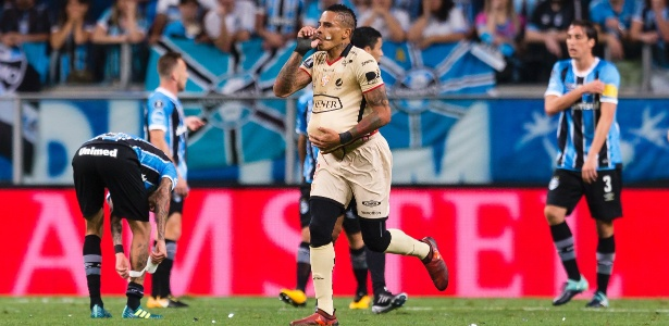 Jonatan Alvez comemora gol do Barcelona contra o Grêmio pela Libertadores