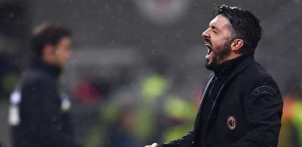 Gattuso vibra durante jogo do Milan; técnico renovou com o clube