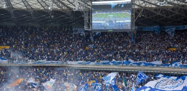 Torcida do Cruzeiro no Mineirão; clube não topou dividir o estádio com o Galo - © Washington Alves/Light Press/Cruzeiro