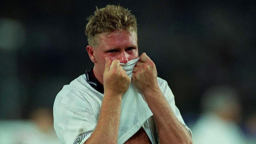 Paul Gascoigne ao final do duelo entre Inglaterra e Alemanha pela semifinal da Copa de 1990 - Billy Stickland/INPHO via Getty Images