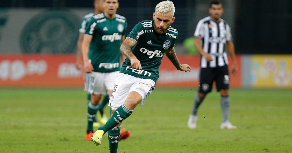 O meia Lucas Lima em lance do jogo entre Palmeiras e Botafogo