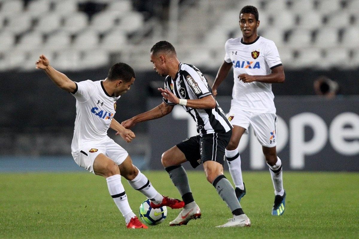 Botafogo e Sport se enfrentam no estádio Nílton Santos pelo Campeonato Brasileiro 2018