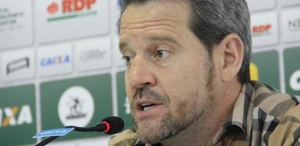 Argel vai continuar no comando do Coritiba para a próxima temporada