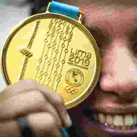 Ana Marcela Cunha com a medalha de ouro dos Jogos Pan-Americanos de Lima - Wander Roberto/COB