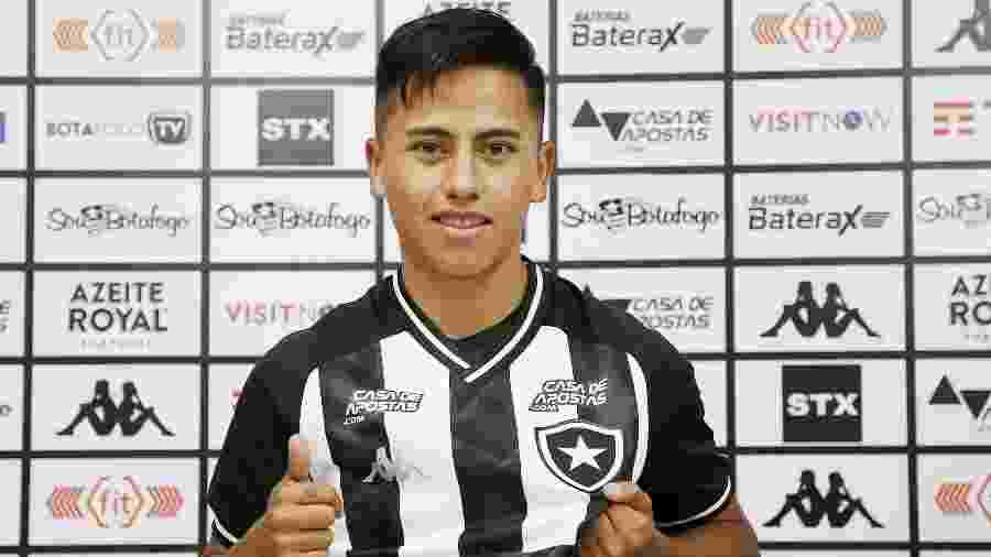 Lecaros é apresentado pelo Botafogo no dia da reapresentação do elenco para 2020 - Vitor Silva/Botafogo