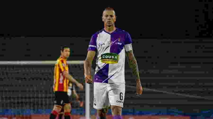 Léo Coelho, zagueiro do Fénix, do Uruguai, atuou em oito clubes do futebol brasileiro, entre eles o Santos - Divulgação