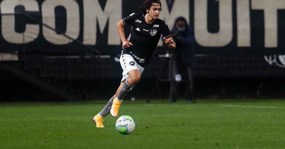 Matheus Nascimento, atacante do Botafogo, fez sua estreia pelo clube aos 16 anos