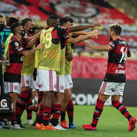Jogadores do Flamengo celebram gol sobre o Coritiba, no Maracanã, pelo Campeonato Brasileiro - Alexandre Vidal / Flamengo