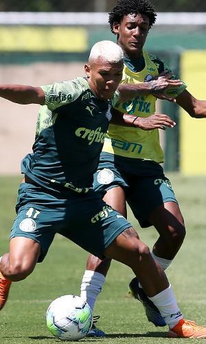 Gabriel Veron durante o treino do Palmeiras desta terça (23), na Academia de Futebol