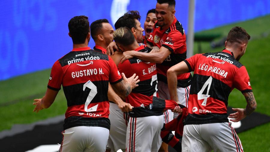Jogadores do Flamengo comemoram título da Supercopa do Brasil. Time vai em busca do tri da Libertadores - Mateus Bonomi/AGIF