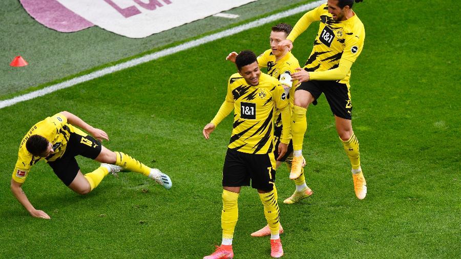 Jogadores do Borussia Dortmund comemoram gol contra o RB Leipzig pelo campeonato Alemão - REUTERS/Martin Meissner