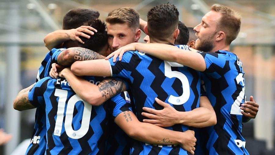 Jogadores da Inter de Milão celebram um dos gols marcados contra a Udinese - Massimo Pinca/Reuters