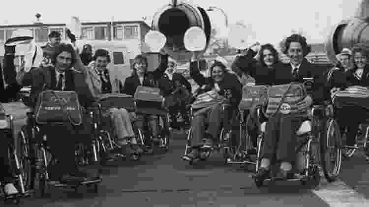 A Baronesa Masham de Ilton (ao centro) representou o Reino Unido em três Paralimpíadas - Getty Images - Getty Images