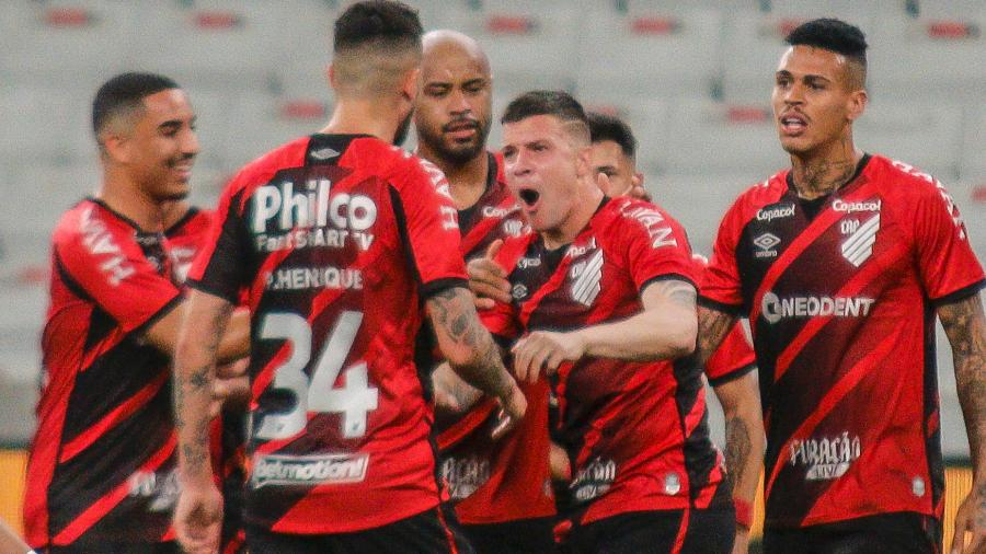 Renato Kayzer celebra gol do Athletico sobre o Santos nas quartas de final da Copa do Brasil 2021 - Gabriel Machado/AGIF