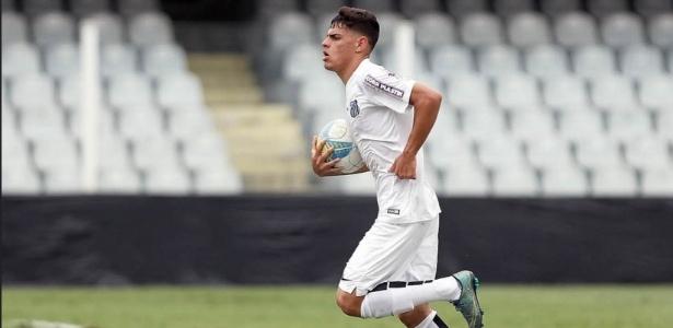 Alexandre Gomes, mais conhecido como Tam, acertou permanência no Santos