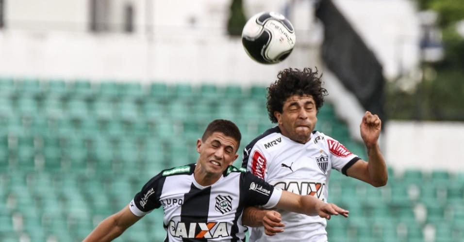3d2c07f70f Luan disputa bola na partida do Fluminense contra o Figueirense