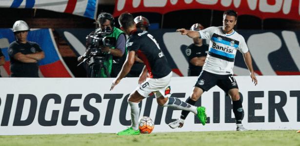 Ramiro, volante do Grêmio, apresentou quadro de caxumba. É o terceiro a pegar a doença