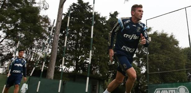 Lateral Fabiano chegou ao Palmeiras na última sexta-feira