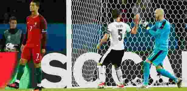 Cristiano Ronaldo perde pênalti durante a partida entre Portugal e Áustria - REUTERS/John Sibley - REUTERS/John Sibley