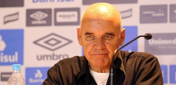 Valdir Espinosa, coordenador técnico do Grêmio, deixa o clube