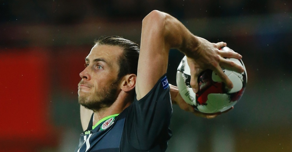 Gareth Bale cobra lateral contra a Áustria