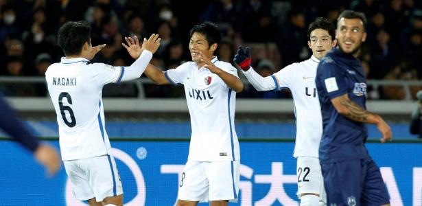 Akasaki comemora o primeiro dos dois gols do Kashima na virada sobre o Auckland City