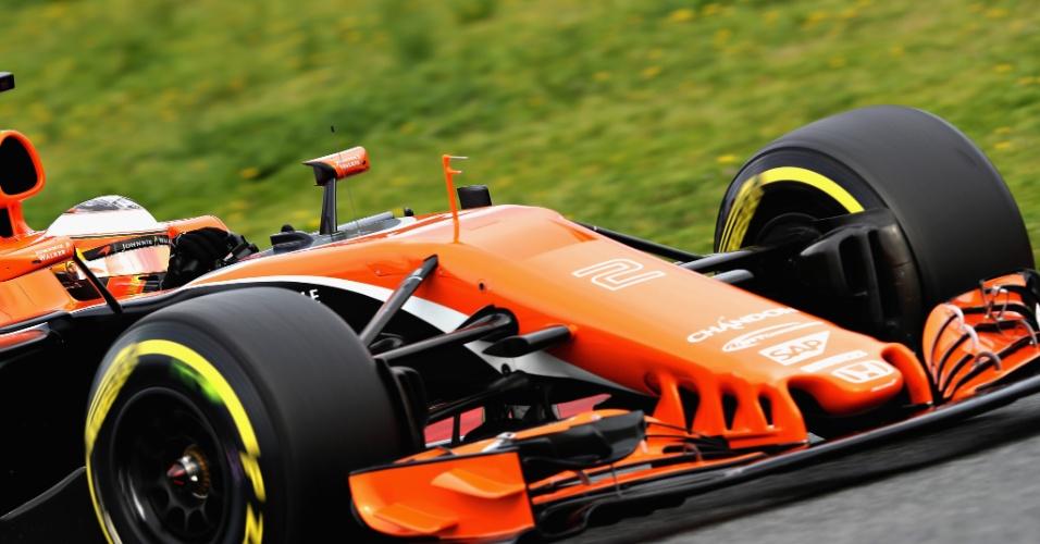 O belga Stoffel Vandoorne pilota a McLaren em Barcelona