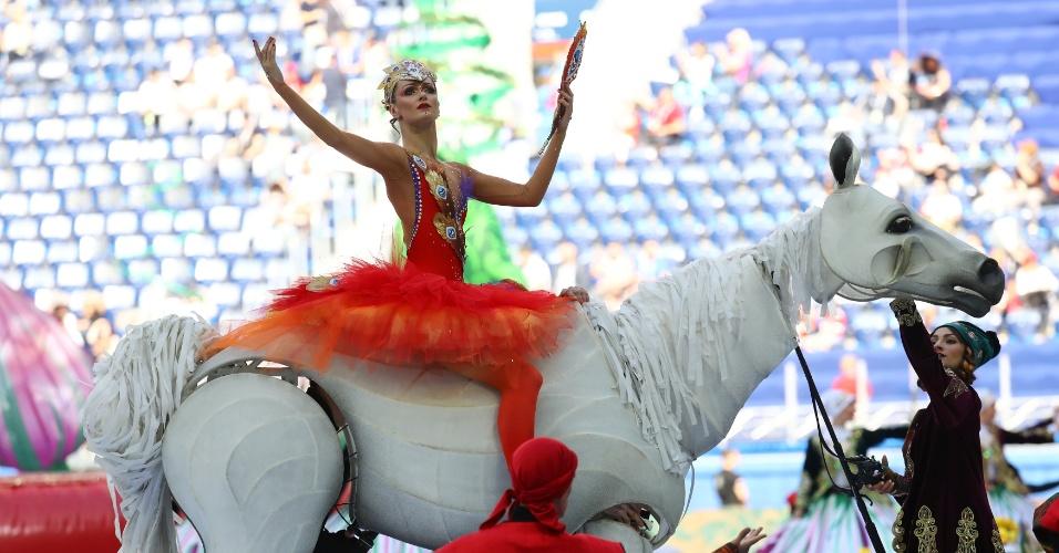 Artistas performam durante festa de abertura da Copa das Confederações