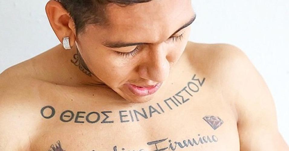 """7. ROBERTO FIRMINO - A inscrição em grego no peito do jogador quer dizer """"Deus é fiel"""""""