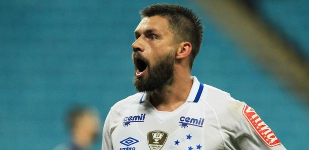 Sóbis ainda tem chances de deixar o Cruzeiro, mas negócio estagnou com os mexicanos