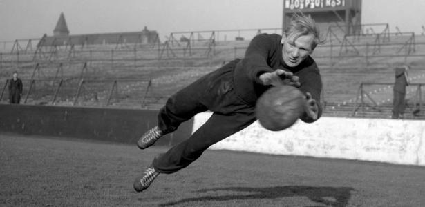 Bert Trautmann foi paraquedista pela Alemanha nazista antes de chegar ao City - Reprodução