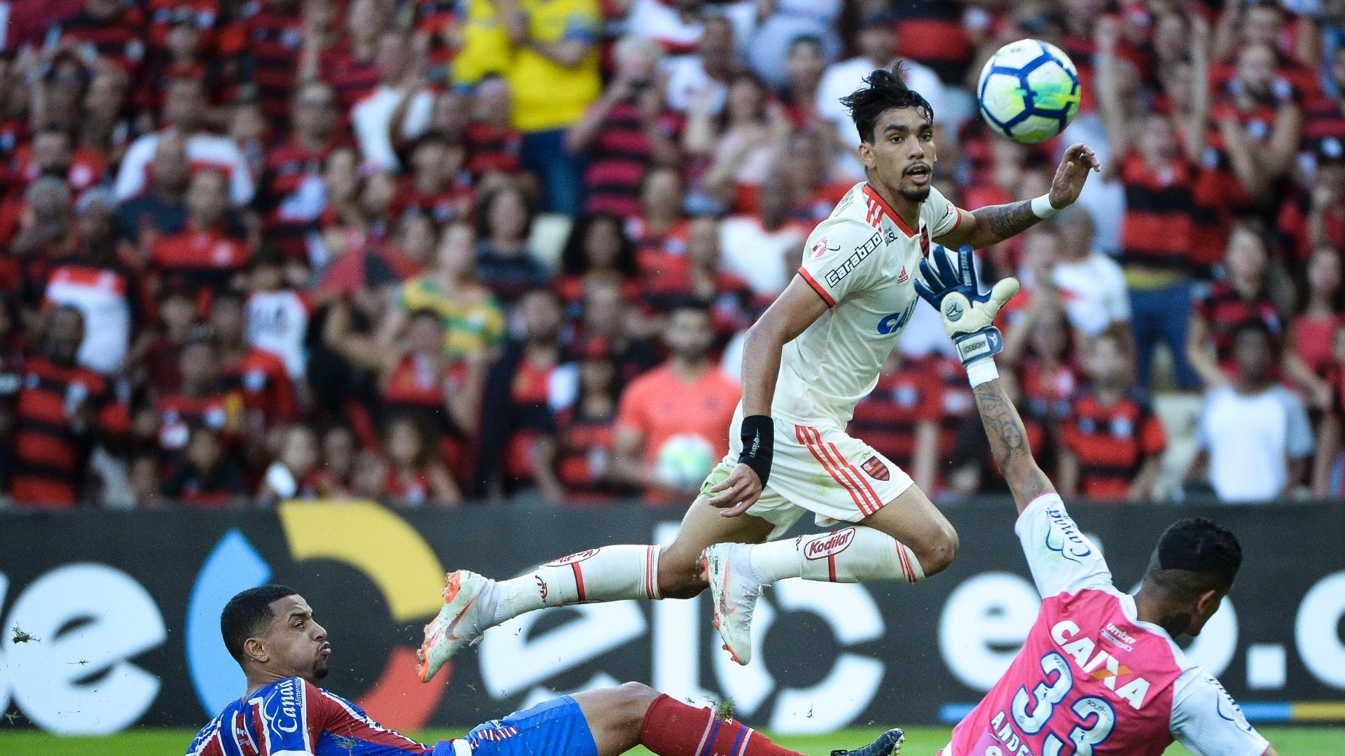 Lucas Paquetá encobre goleiro Anderson, do Bahia, e faz o segundo gol do Flamengo
