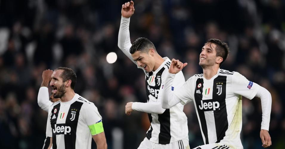 Chiellini, CR7 e Bentancur comemoram gol contra Fiorentina