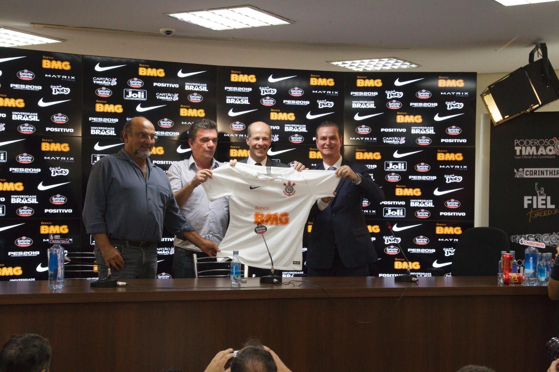 119e3de059014 Corinthians recua sobre acordo com BMG e admite R  12 milhões fixos em 2020  - 25 01 2019 - UOL Esporte