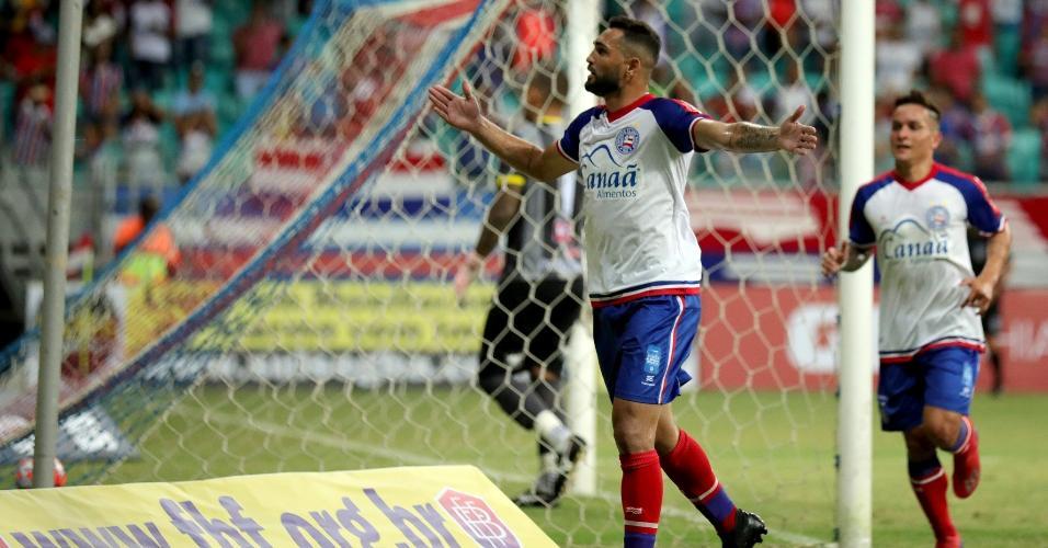 Gilberto comemora gol do Bahia sobre o Juazeirense, pelo Campeonato Baiano