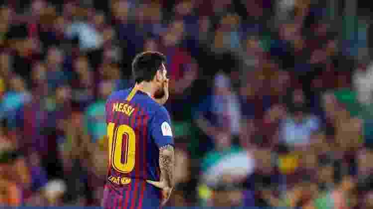 Lionel Messi lamentando durante jogo contra o Valencia pelo Barcelona na Copa do Rei  - Marcelo Del Pozo/Reuters - Marcelo Del Pozo/Reuters