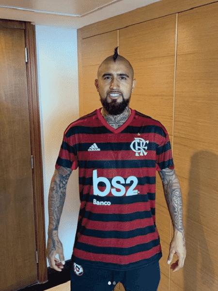 Vidal posa com camisa do Flamengo - Reprodução/Instagram