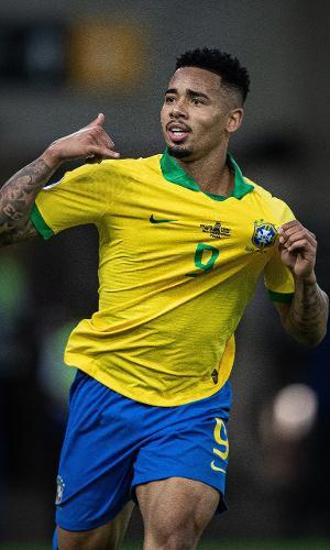 Gabriel Jesus comemora gol do Brasil contra o Peru