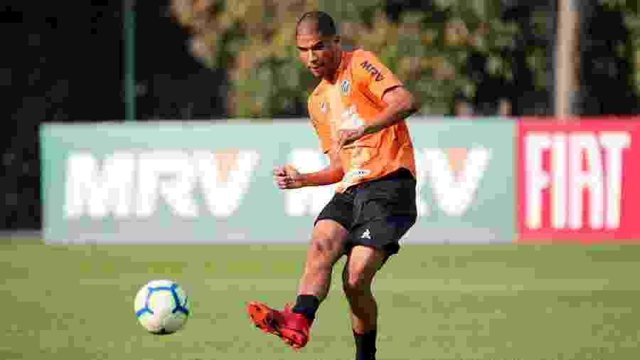 Leonardo Silva, zagueiro do Atlético-MG, deve atuar entre os titulares contra o Bahia - Bruno Cantini/Divulgação/Atlético-MG