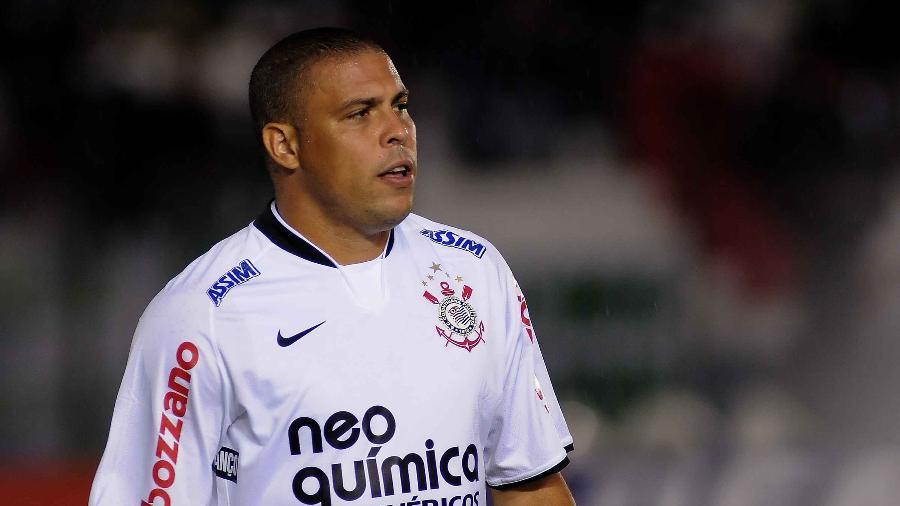 Ronaldo em ação com a camisa do Corinthians - Dante Fernandez/LatinContent/Getty Images