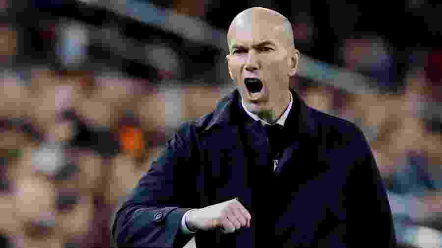 Zinedine Zidane, técnico do Real Madrid, gesticula durante jogo contra o Valencia pelo Campeonato Espanhol - Susana Vera/Reuters