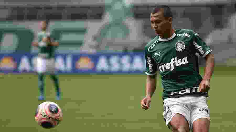 Gabriel Veron substituiu Dudu à altura e foi um dos melhores em campo na virada palmeirense - Bruno Ulivieri/AGIF