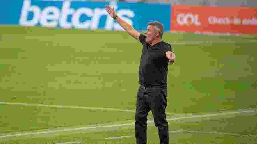 Domènec Torrent gesticula em partida do Flamengo contra o Atlético-MG - Alexandre Vidal/Flamengo