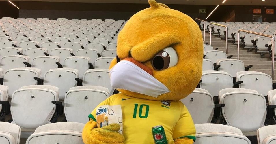 Canarinho Pistola torce pela seleção brasileira na Neo Química Arena, nas Eliminatórias para a Copa