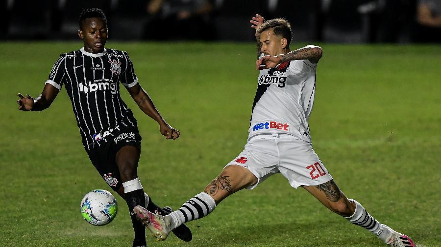 Lance do duelo entre Vasco e Corinthians, em São Januário, pelo Brasileirão - Thiago Ribeiro/AGIF