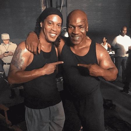 """Ronaldinho Gaúcho e Myke Tyson durante as gravações de """"Kickboxer: a Retaliação"""" - Reprodução/Instagram"""