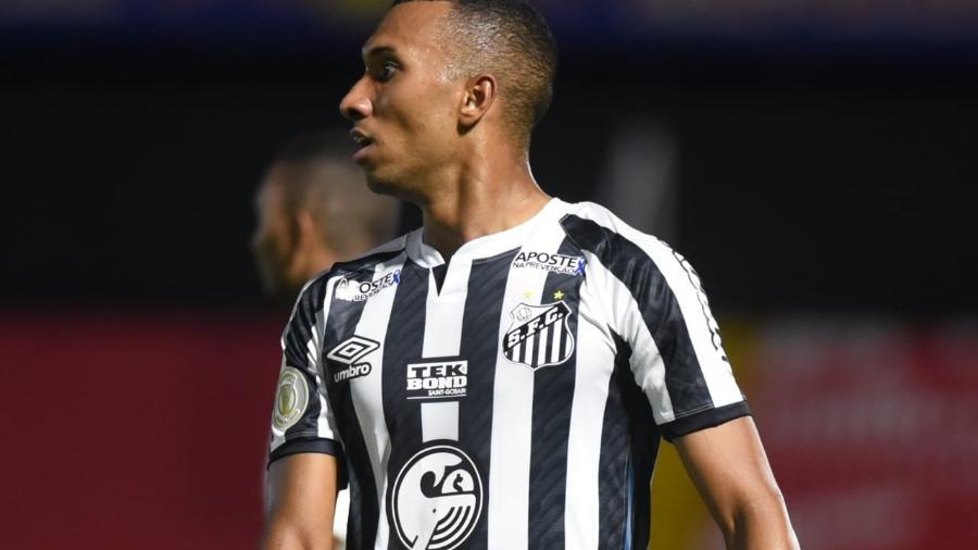 Lucas Braga em jogo pelo Santos - Ivan Storti