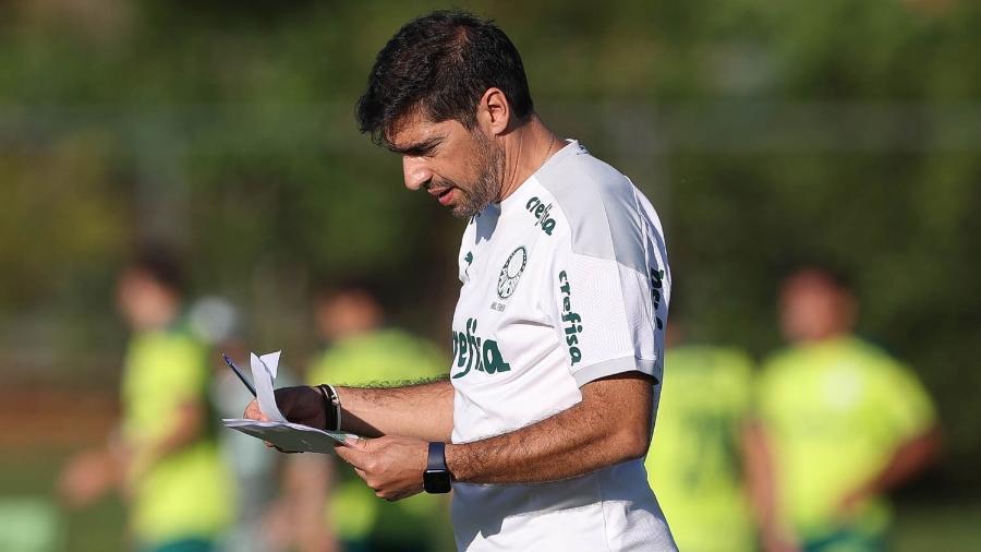 Abel Ferreira, treinador do Palmeiras, comanda treino nesta terça, no CT do Brasiliense - Cesar Greco
