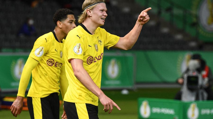 Erling Haaland comemora gol do Borussia Dortmund contra o RB Leipzig, pela Copa da Alemanha - AFP
